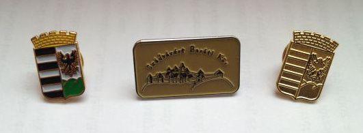 Egyedi feliratos fém kitűző